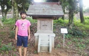 小祠の石碑