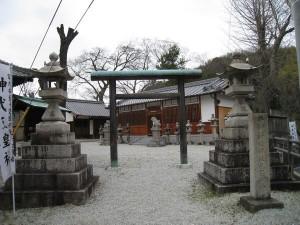 水平社博物館となりの神武天皇社