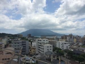 鹿児島市内から見た桜島